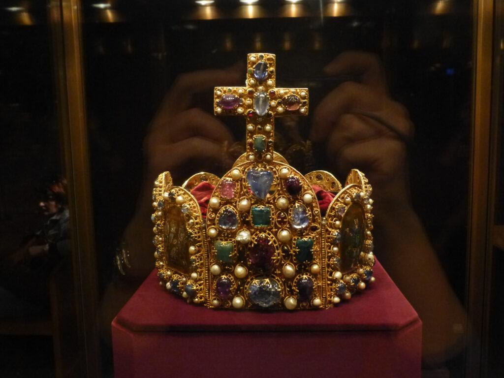 In der Wiener Schatzkammer - das Prunkstück des Museums ist die Krone des Heiligen Römischen Reiches Deutscher Nation