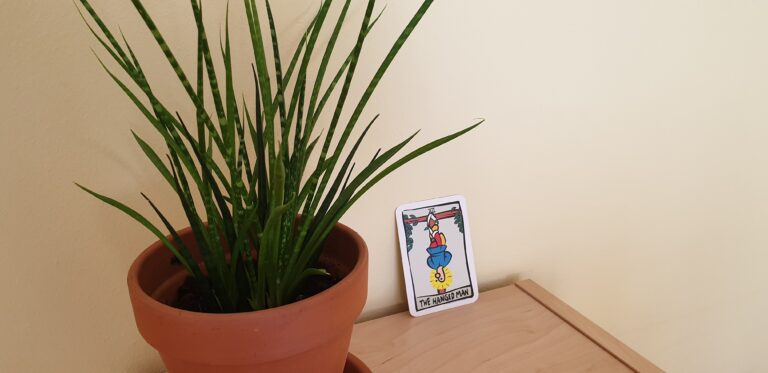 Tarotkarte: The Hanged Man - Ator Tarot